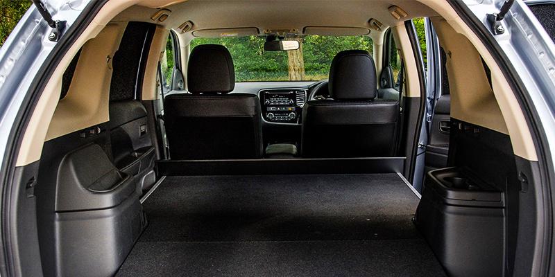 Outlander PHEV Interior 3 نمای داخلی میتسوبیشی اوتلندر هیبریدی