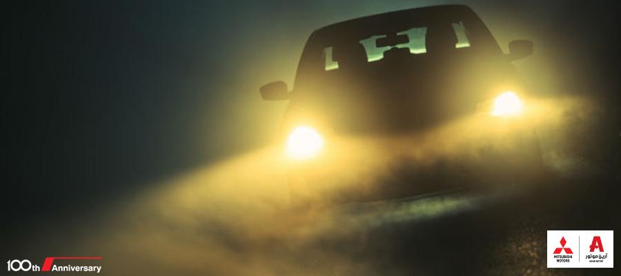 car in fog خودرو در مه