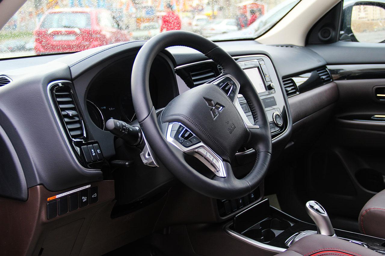 mitsubishi test drive esfand 96 تست درایو محصولات میتسوبیشی در پارکینگ شماره ۲ ارم اسفند ۹۶